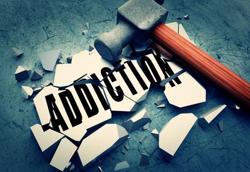 illustration d'un marteau détruisant le symbole de l'addiction